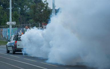 Zaprašivanje komaraca na osječkim ulicama 2019. godine (Foto: Davor Javorovic/PIXSELL)