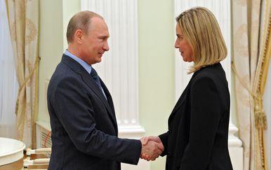 Vladimir Putin i Federica Mogherini (Foto: MIKHAIL KLIMENTYEV / RIA-NOVOSTI / AFP)