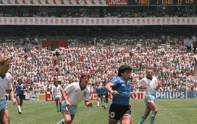 Diego Maradona u utakmici s Engleskom (Foto: AFP)