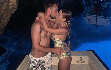 Ivan Rakitić sa suprugom tijekom odmora u Hrvatskoj (Foto: Instagram)