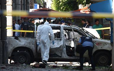 Bombaški napad u Tunisu (Foto: FETHI BELAID / AFP)