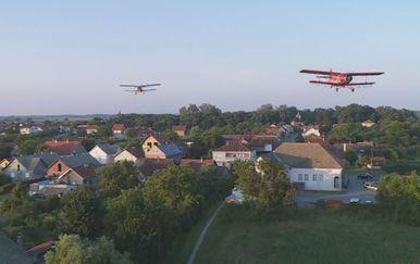 Avioni zaprašivali protiv komaraca (Foto: Dnevnik.hr) - 1