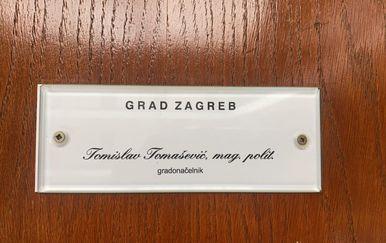 Potpis Tomislava Tomaševića u uredu gradonačelnika