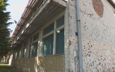 Obnova škole u Vukovaru čeka politiku (Foto: Dnevnik.hr) - 3