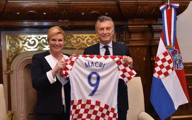 Grabar-Kitarović razgovarala s Macrijem o jačanju suradnje i hrvatskoj iseljeničkoj zajednici (Dnevnik.hr)