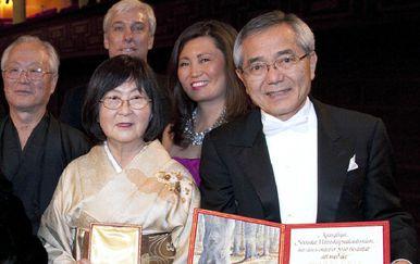 Ei-ichi Negishi sa suprugom Sumire (Foto: AFP)