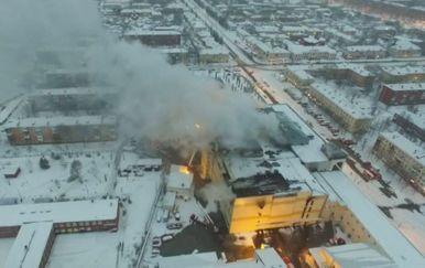 Objavljene snimke požara iz zraka (Foto: screenshot/Reuters)