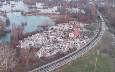 Golemo divlje smetlište usred Zagreba (Foto: Dnevnik.hr) - 3