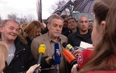 Milan Bandić tijekom razgovora s novinarima o deponiju na Savici (Dnevnik.hr)