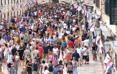 Pune ulice za vrijeme turističke sezone (Foto: Dnevnik.hr)