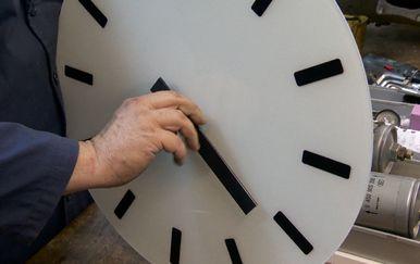 Pomicanje sata (Foto: Dnevnik.hr) - 3