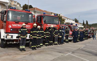 Vatrogasci paljenjem sirena podržali Franu Lučića u sudskoj borbi (Foto: Hrvoje Jelavic/PIXSELL)