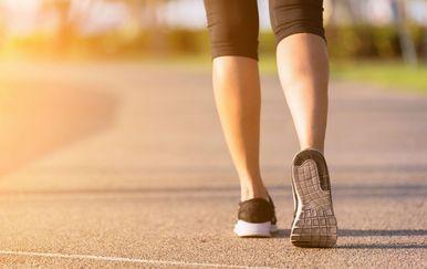 Žena hoda