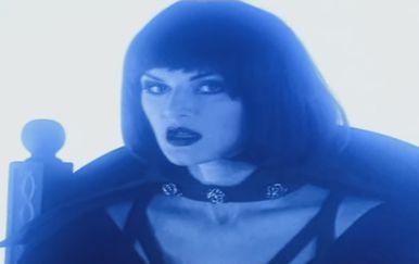 Ella (Foto: Screenshot)