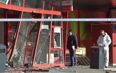 Raznesen je bankomat u Zadru (Foto: Dino Stanin/PIXSELL) - 3