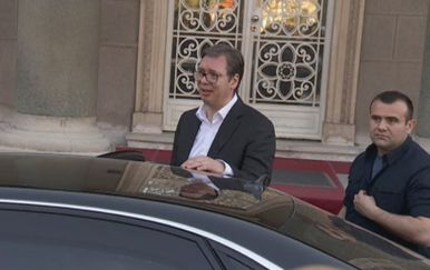 Vučić izlazi iz zgrade Predsjedništva (Foto: Dnevnik.hr)