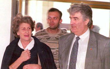 Biljana Plavšić s Radovanom Karadžićem u Bosni 1996. (Foto: AFP)