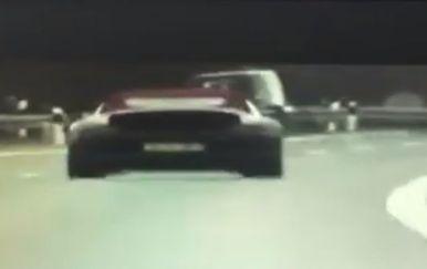 Jurio autocestom 250 kilometara na sat (Screenshot: MUP)