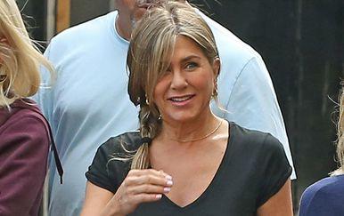 Jennifer Aniston u robusnijim gležnjačama i modelu traperica koje vole svaku figuru - 4