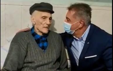 Darko Milinović u posjetu 100-godišnjem Ličaninu