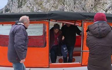 U Omišu putuju brodicama Cetinom - 2
