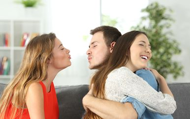 Mladić s dvije djevojke, ilustracija (Guliver/Thinkstock)