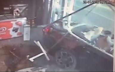 Tajkun se pravio važan pred curama i u izlog zabio Rolls Royce vrijedan 300.000 eura (Screenshot YouTube)