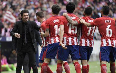 Diego Simeone s igračima Atletica (Foto: AFP)