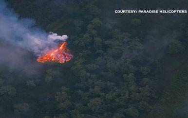 Otvara se nova pukotina na vulkanu (Screenshot: Reuters)
