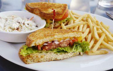 Sočan sendvič i prženi krumpirići vrlo su ukusna, ali teška hrana koja može utjecati na probavu
