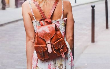 Žena s ruksakom