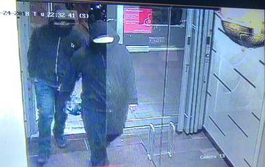 Policija je objavila fotografiju osumnjičenih (Foto: Kanadska policija/Twitter)
