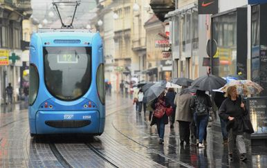 Kišni dan u Zagrebu (Marko Lukunic/PIXSELL)