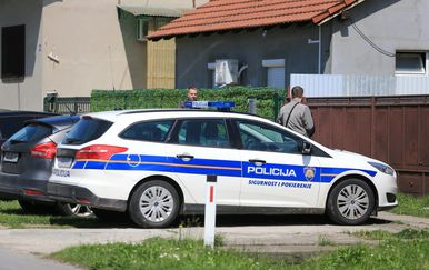 Pretraga obiteljske kuće Franje Varge u Belišću (Foto: Davor Javorovic/PIXSELL)