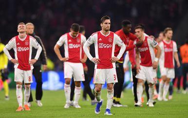Razočarani igrači Ajaxa (Foto: Marius Becker/DPA/PIXSELL)