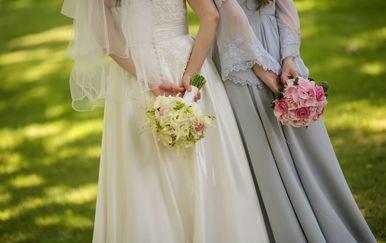Mladenka i kuma na vjenčanju