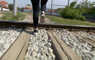 Divlji prelazak preko pruge (Foto: Dnevnik.hr)