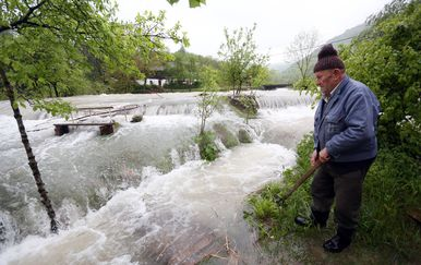 Nabujala rijeka Korana odsjekla selo Korana (Foto: Kristina Stedul Fabac/PIXSELL)