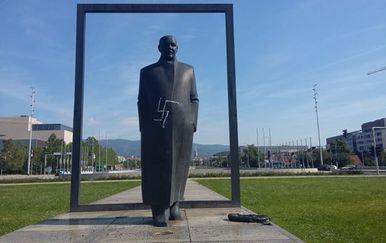 Išaran spomenik Većeslava Holjevca (Foto: Antifašistički vjesnik) - 2