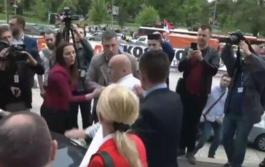 Incident ispred skupštine u Beogradu (Foto: Dnevnik.hr)