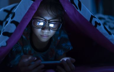 S mobitelom i u krevetu