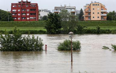 Zagreb: Rijeka Sava izlila se iz svog korita (Foto: Marin Tironi/PIXSELL)