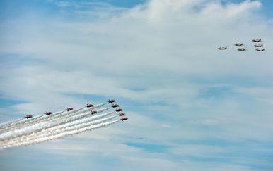 """Akrobatska grupa Hrvatskog ratnog zrakoplovstva """"Krila Oluje"""" i akrobatska grupa Ujedinjenog kraljevstva RAF-a \""""Red Arrows\"""" (Foto: Dino Stanin/PIXSELL) - 3"""