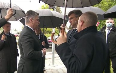 Zoran Milanović objašnjava članovima Vlade zašto će napustiti obljetnicu Bljeska