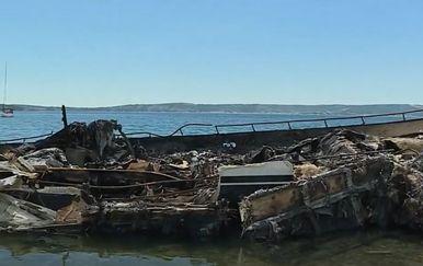 Brod koji je izgorio u marini u Kaštelima - 4