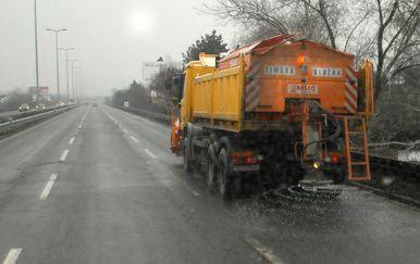 Posipanje soli po cestama (Foto: Dusko Marusic/PIXSELL)