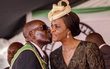 Prva dama Zimbabvea i 93-godišnji predsjednik Robert Mugabe (Foto: AFP)