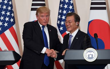 Donald Trump i Moon Jae (Foto: AFP)