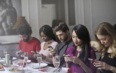 Ovisnost o pametnom telefonu (Foto: Thinkstock)