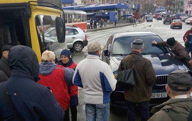 Bijesni građani su bili spremni na linč (FOTO: Oleksiy Kaftan/Facebook)
